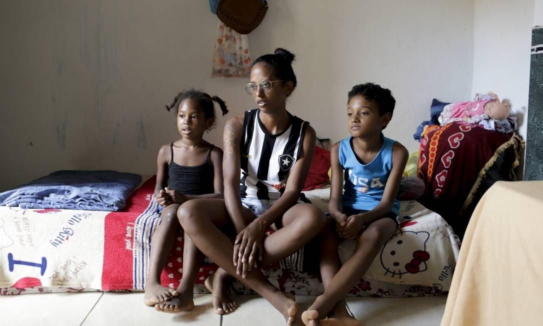 Mulheres chefes de família não conseguem receber auxílio emergencial de R$ 1.200 pelo aplicativo Caixa Tem