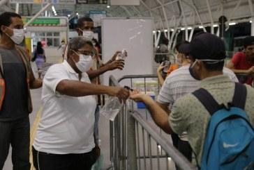 Agentes da SETTOP se mobilizam em estação de ônibus para conscientizar sobre coronavírus