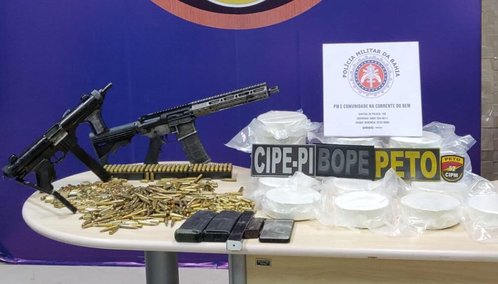 SSP e PF apreendem fuzil, submetralhadora e 20 kg de cocaína em Lauro de Freitas