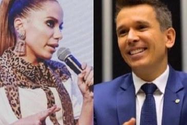 Anitta 'bate boca' com deputado que propôs mudar MP de arrecadação de diretos autorais