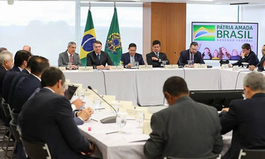 'Não vou esperar foder minha família ou amigo meu', afirma Bolsonaro em vídeo, sobre interferência na PF