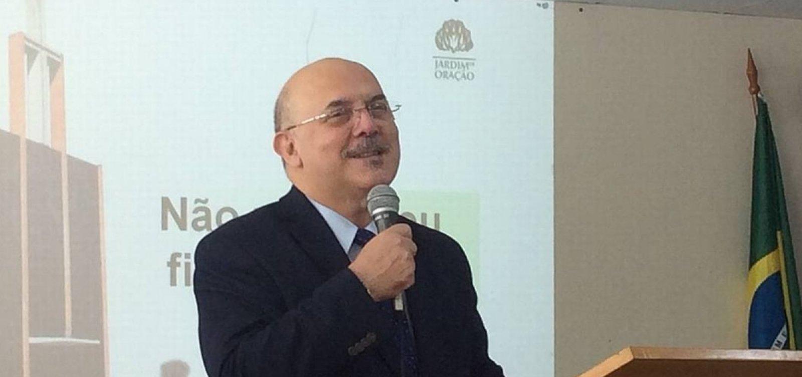 Ministro da Educação anuncia que está com coronavírus