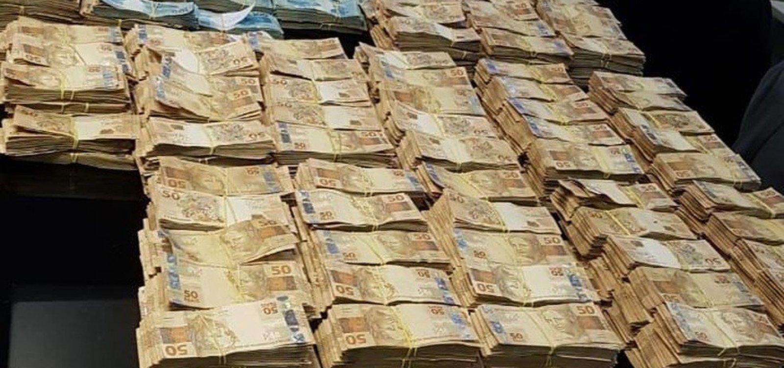 Cerca de R$ 30 milhões são encontrados na casa de ex-secretário de Saúde do Rio