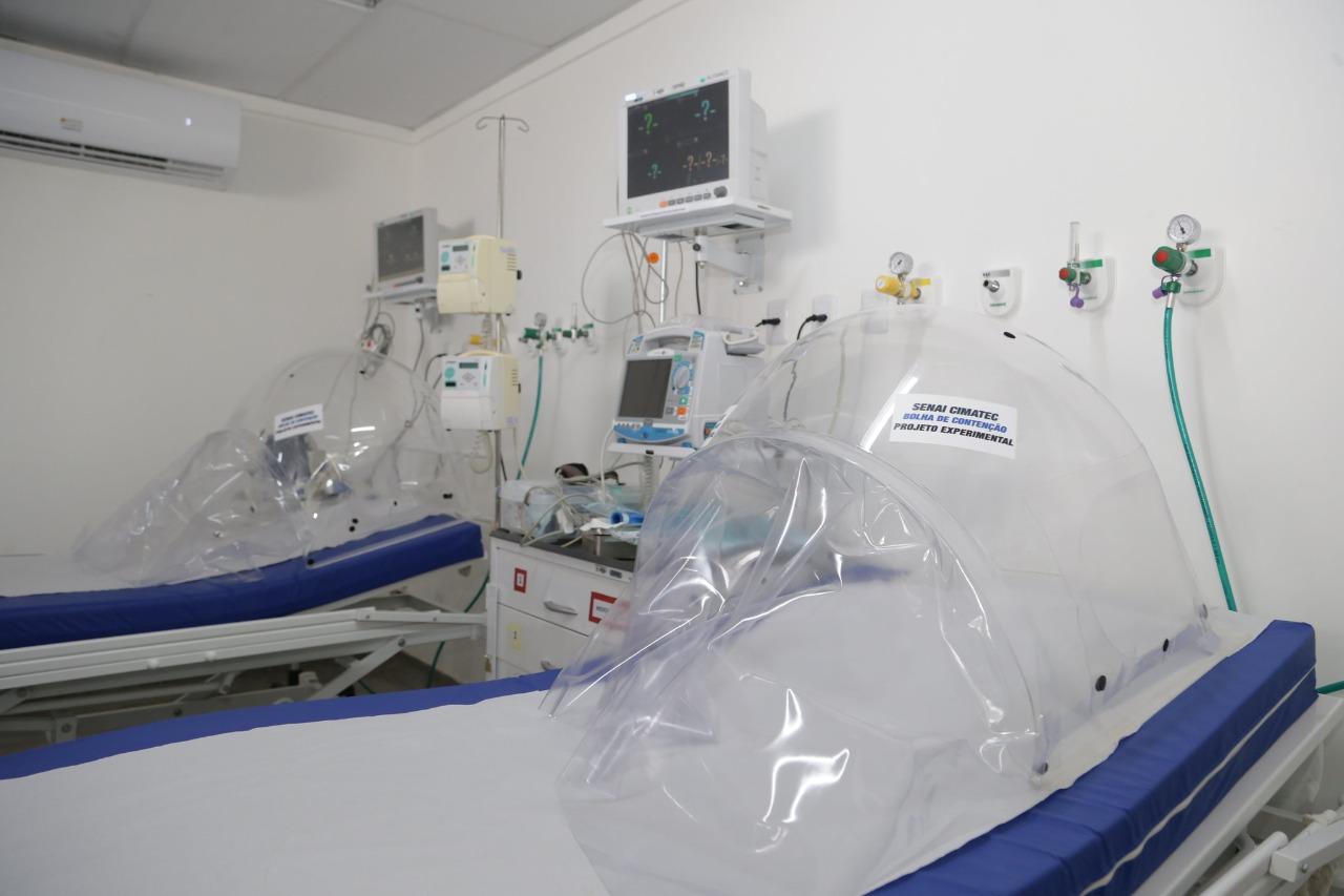 Lauro de Freitas equipa unidades com bolhas de contenção que diminuem necessidade de respirador para pacientes da Covid-19
