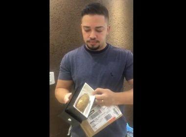 Homem compra celular pela internet e recebe uma mandioca no lugar do produto