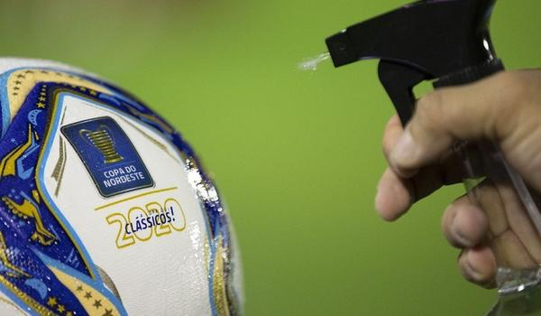 Médico da CBF diz que protocolo do futebol pode ter mudanças no enfrentamento ao coronavírus