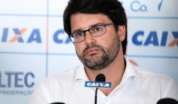 """Bellintani mantém Roger no cargo mesmo sem Copas do Brasil e Nordeste; """"soluções não são simplórias"""""""