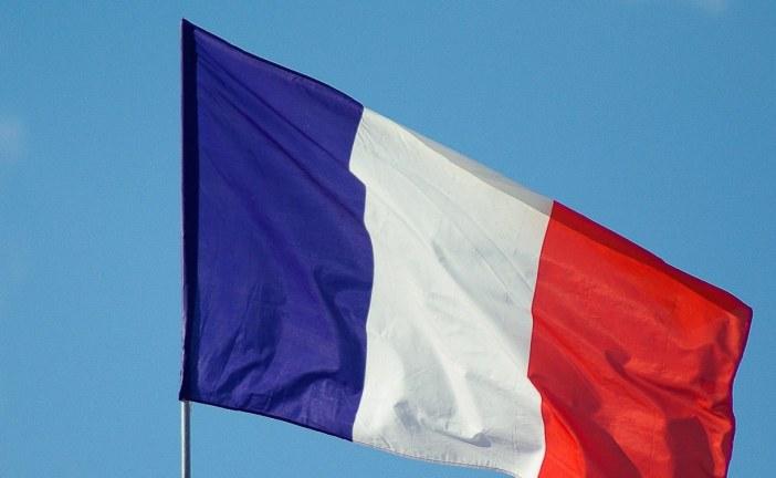 Avanço de covid-19 na França alerta para ameaça de 'lockdown' na Europa