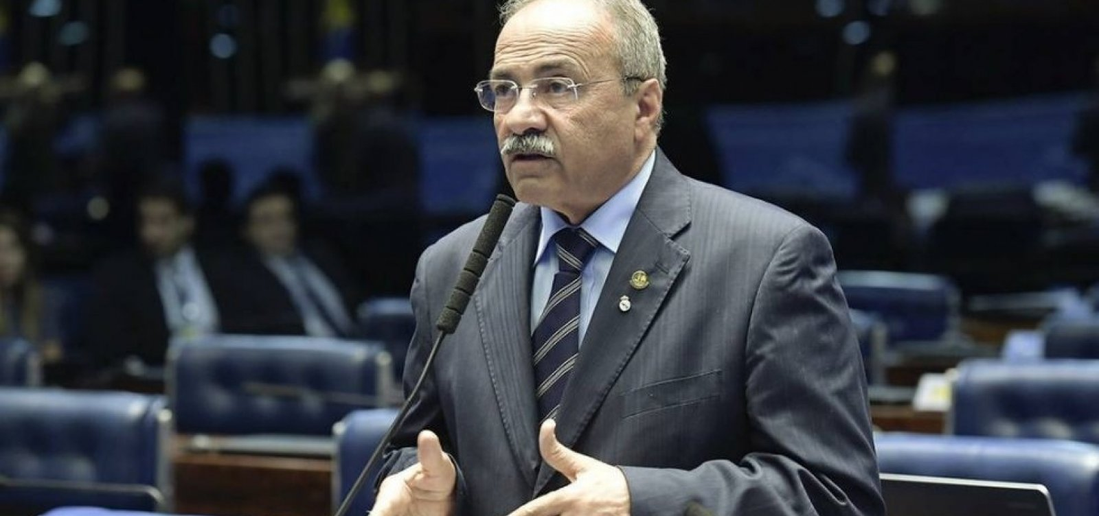 Cúpula do governo avalia que vice-líder pego com dinheiro nas nádegas 'pede para sair ou será saído'
