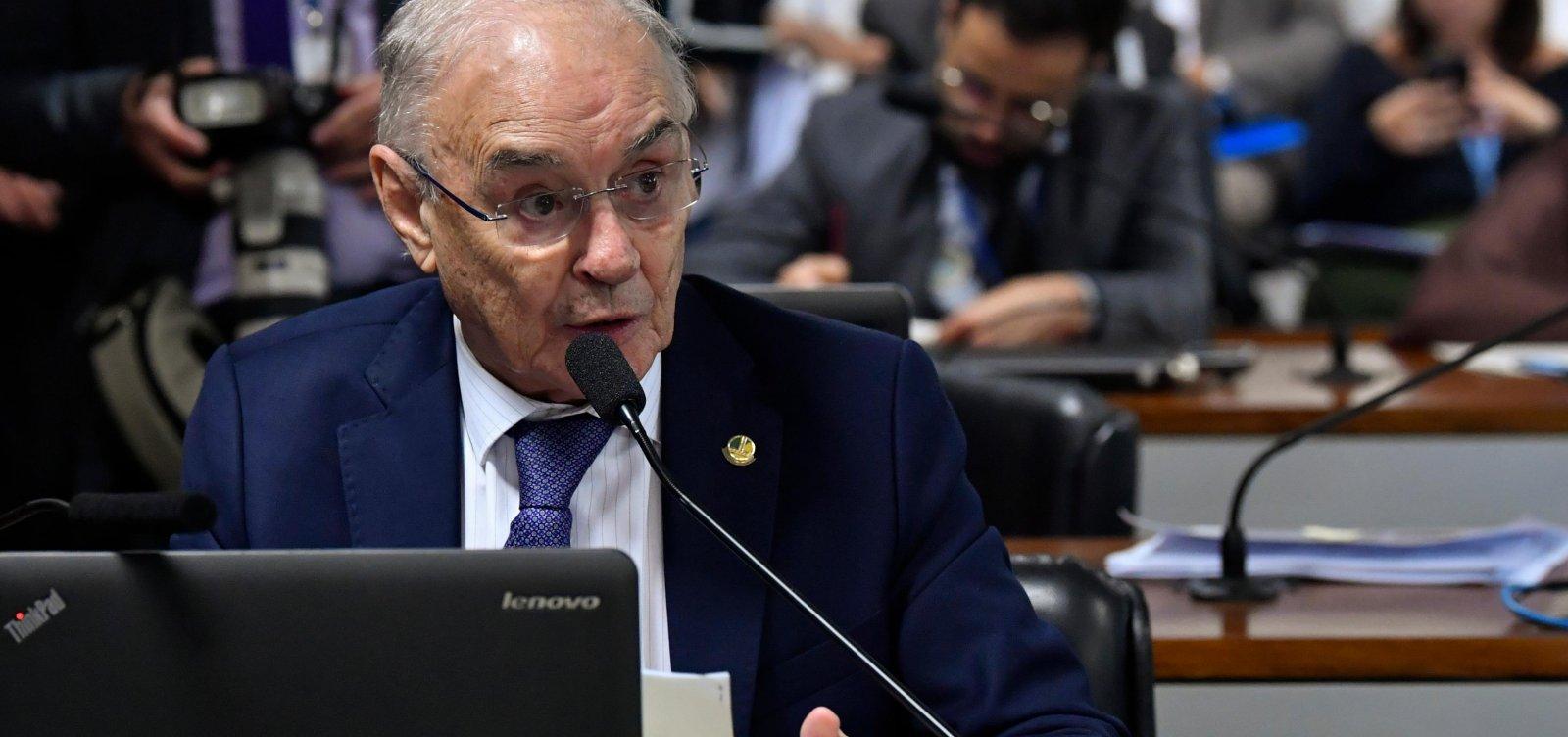 Senador Arolde de Oliveira morre, aos 83 anos, de coronavírus
