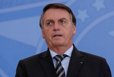 Bolsonaro mente e diz que não há vídeo em que chame Covid de 'gripezinha'; veja os vídeos