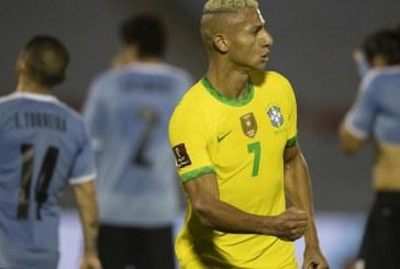 Brasil bate o Uruguai por 2 a 0 e segue 100% nas Eliminatórias
