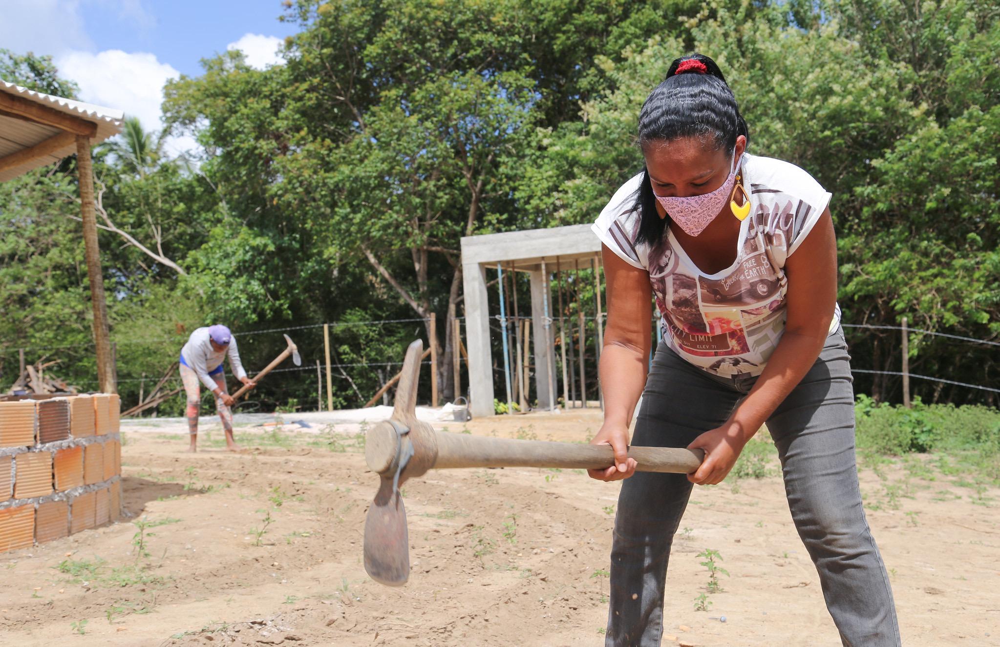 Famílias do Quingoma beneficiadas em Programa Agroecológico recebem insumos para iniciar produção