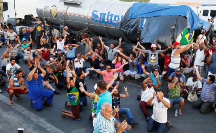 'Não recebemos resposta do governo. Paralisação está de pé', dizem caminhoneiros