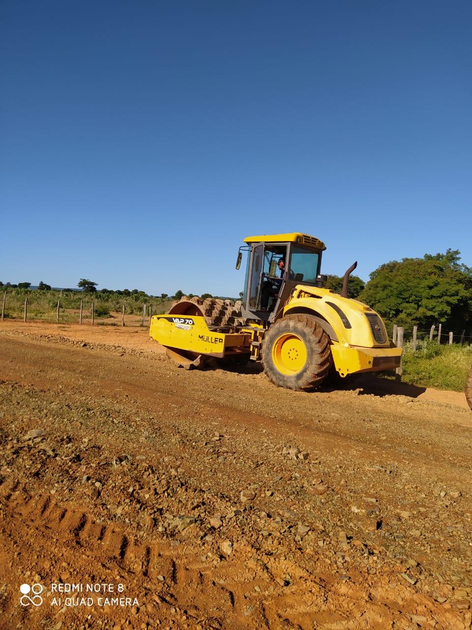 Serra do Ramalho: Prefeitura inicia cascalhamento da estrada vicinal da agrovila 17 até a rodovia federal BR 349