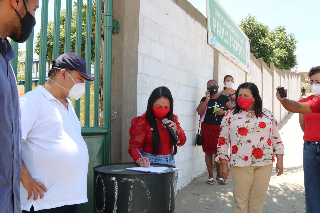 Moradores do Caji comemoram obras de pavimentação entregues pela Prefeitura neste sábado (20)
