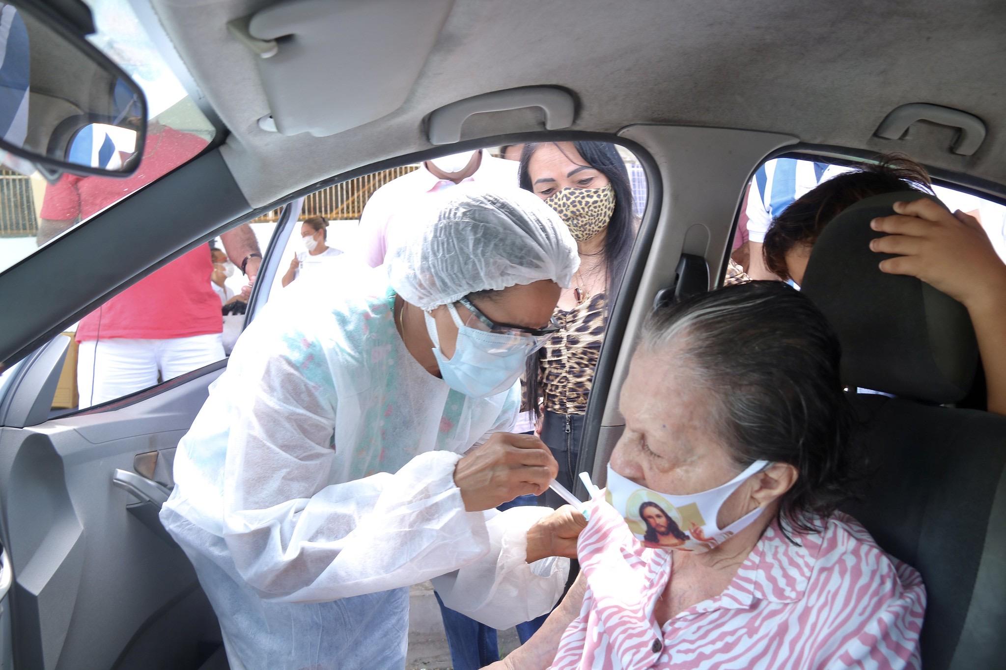 Em Lauro de Freitas o fim de semana de vacinação aplicou 1ª dose em 397 idosos