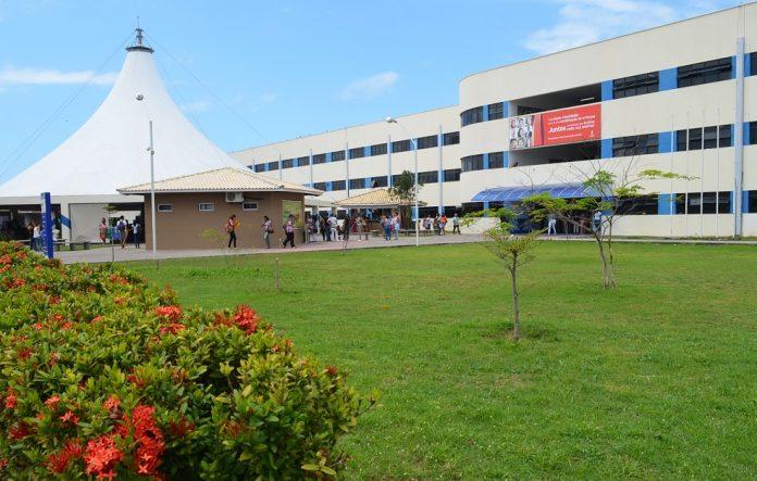 Unime de Lauro de Freitas se posiciona com relação à reclamação de alunos do curso de Medicina