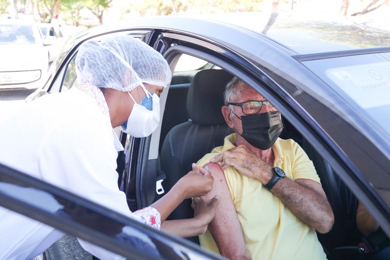 Com estoque zerado, Lauro de Freitas suspende vacinação da 1ª dose contra Covid 19