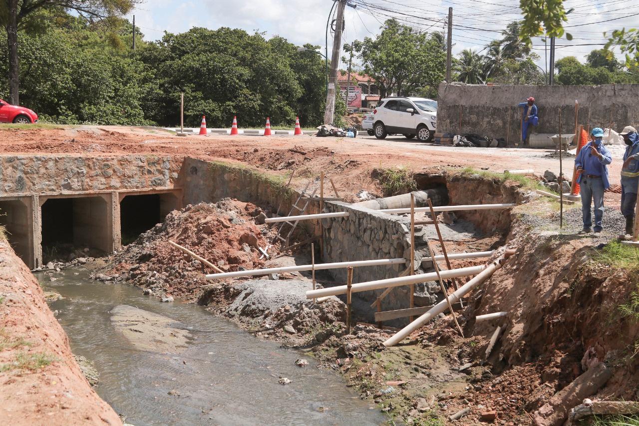 SEINFRA inicia obra de contenção emergencial na Avenida Beira Rio