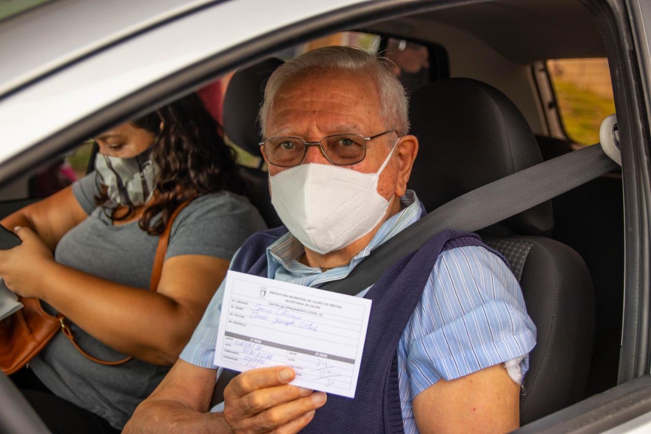 Vacinação da 1ª dose contra Covid-19 é suspensa em Lauro após fim de imunizantes. 2ª dose continua