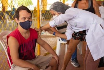 Lauro de Freitas inclui pessoas com comorbidades e profissionais do transporte alternativo na vacinação deste sábado