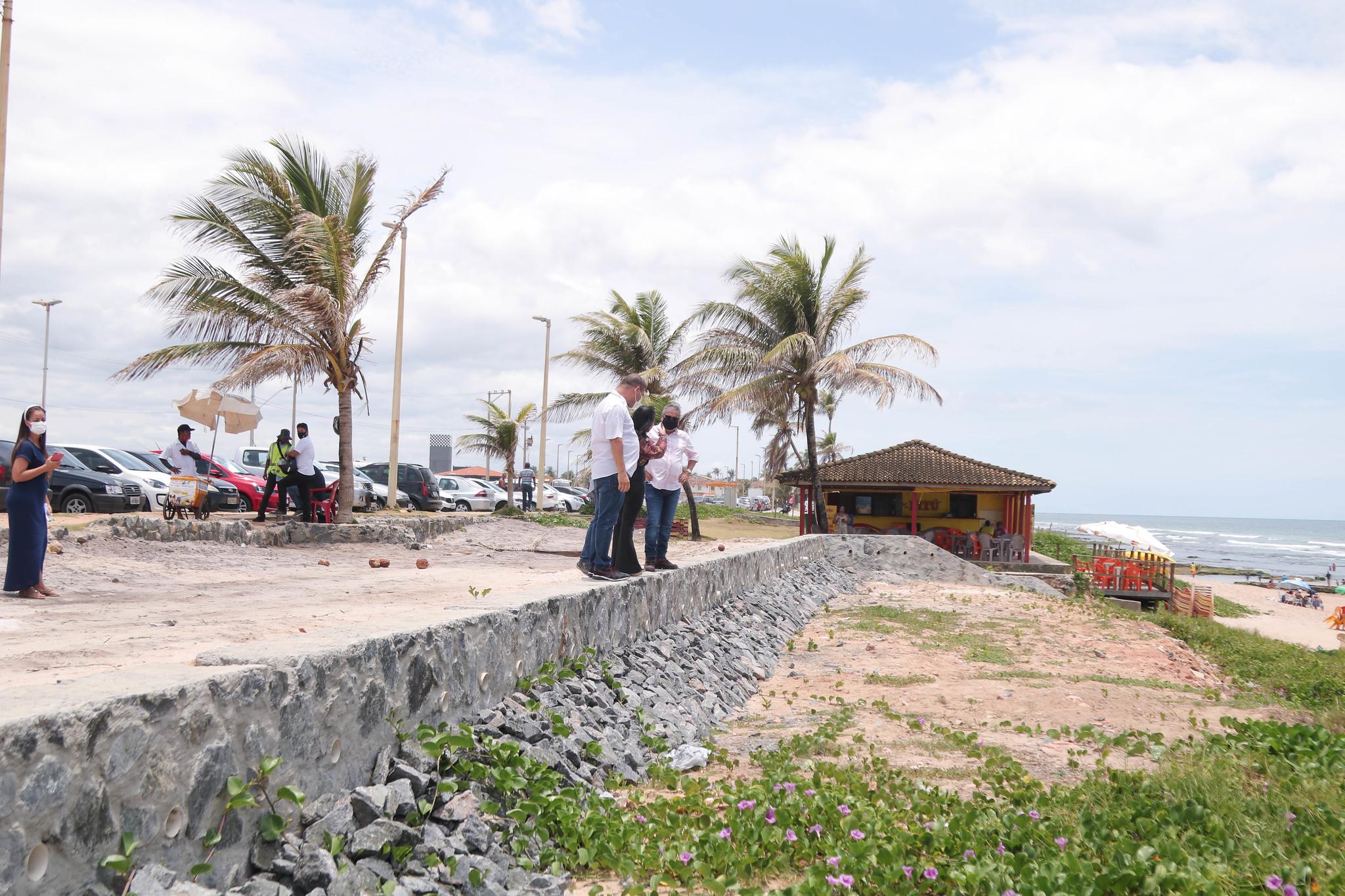 Barraqueiros serão realocados para reinício das obras de contenção na orla de Ipitanga