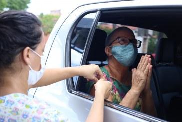 Mais de 160 profissionais da educação foram vacinados em Lauro de Freitas neste sábado (24)