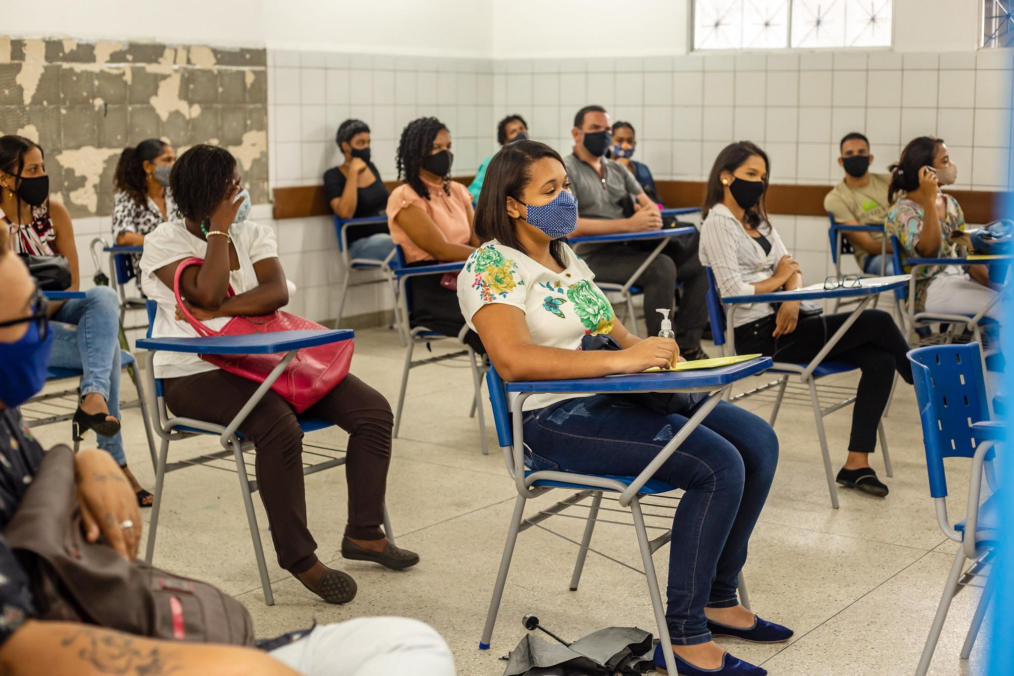Casa do Trabalhador realiza seleção e atrai dezenas de pessoas em busca de oportunidade no mercado