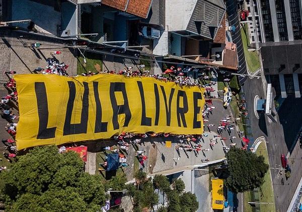 Documentário sobre campanha durante prisão de Lula é lançado por comitê