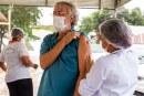 Lauro de Freitas mantém a 1ª dose da vacina nesta quarta-feira (12). Taxistas e mototaxistas já podem agendar