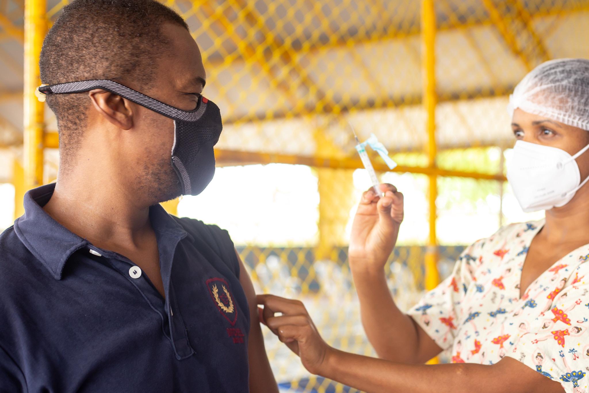 Depois de receber mais 6.600 doses, Lauro de Freitas amplia vacinação de pessoas com comorbidades para 50 anos ou mais nesta quarta (5)