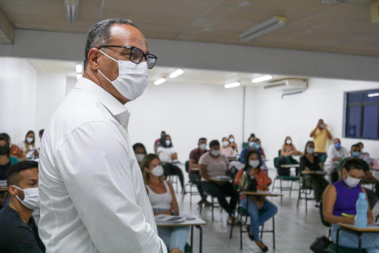 Servidores da Saúde recebem treinamento para aplicação da vacina Pfizer em Lauro de Freitas