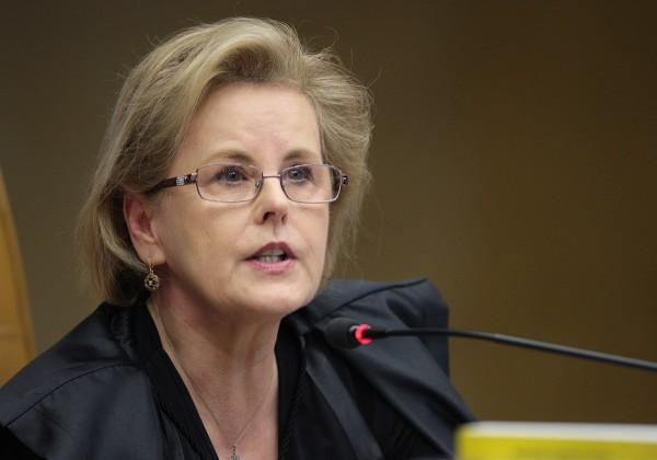 Senadores pedem ao STF abertura de investigação contra o presidente Jair Bolsonaro
