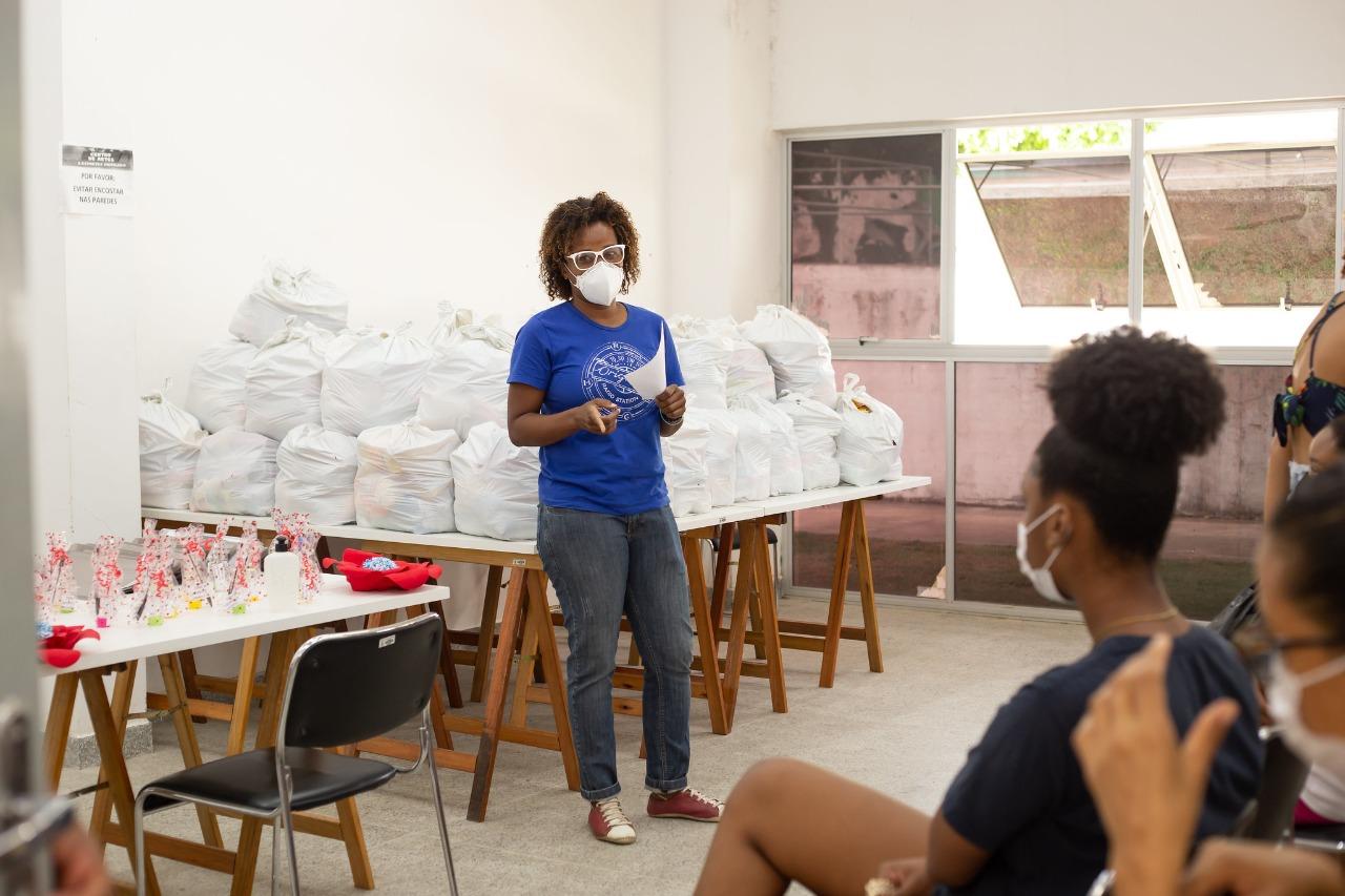 Famílias atendidas pelo SCFV recebem cestas básicas no CRAS de Itinga e Portão