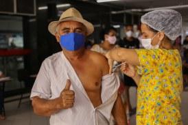 Lauro de Freitas vacina mais de 2.500 pessoas em 1ª dose neste sábado (19)