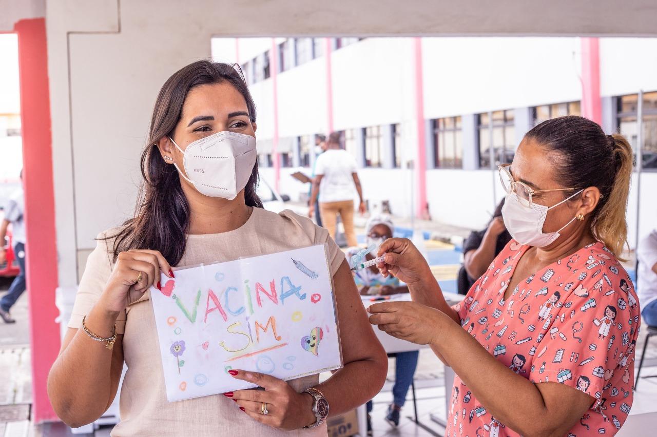 Profissionais de comunicação comemoram vacinação contra Covid-19 em Lauro de Freitas