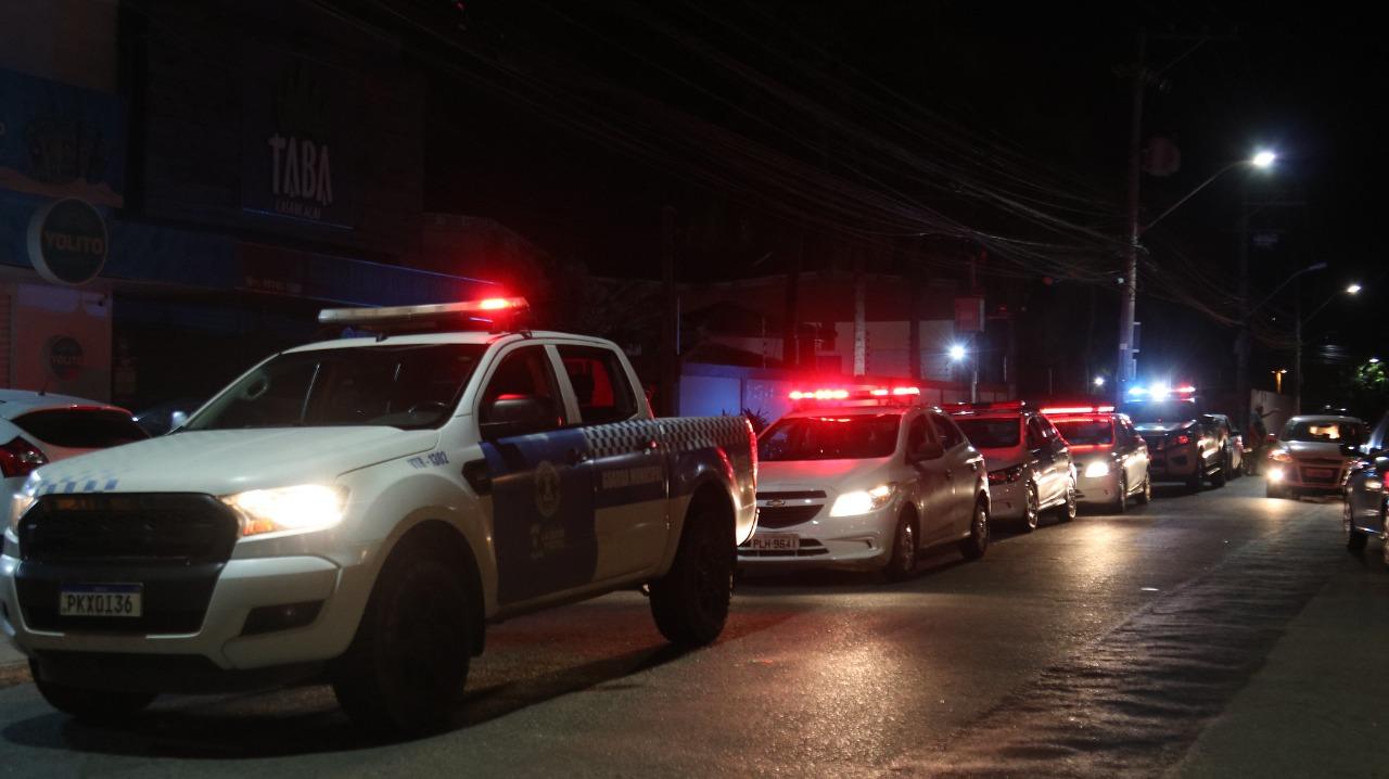 Lauro de Freitas mantém restrição noturna às 20h entre os dias 11 e 13. Venda de bebida alcoólica continua suspensa nos fins de semana