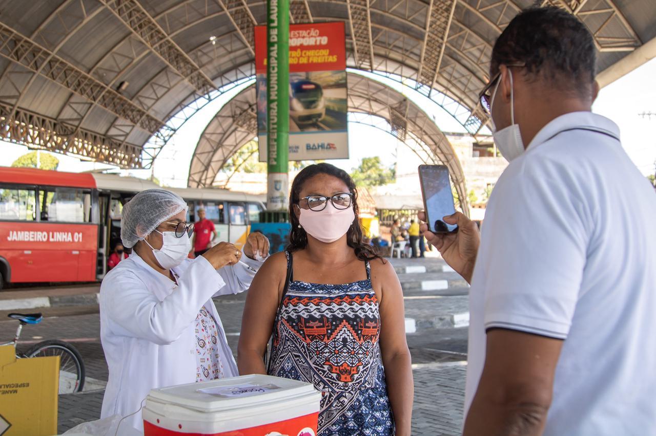 Mais de 2.700 pessoas receberam 1ª dose da vacina contra a Covid-19 em Lauro de Freitas nesta sexta-feira (16)
