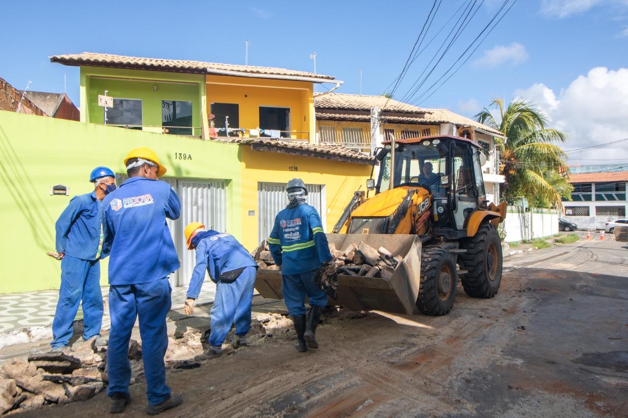 Mais seis ruas de Lauro de Freitas recebem intervenções para implantação do Sistema de Esgotamento Sanitário