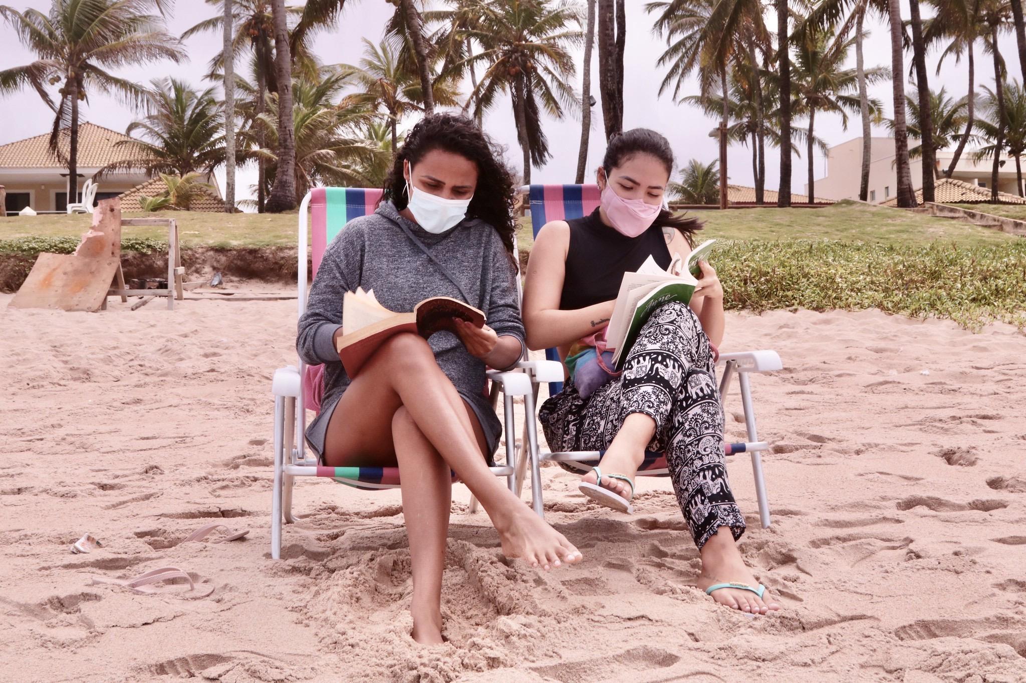 Após liberação de acesso às praias, Lauro de Freitas registra pouco movimento por conta da chuva neste sábado (24)
