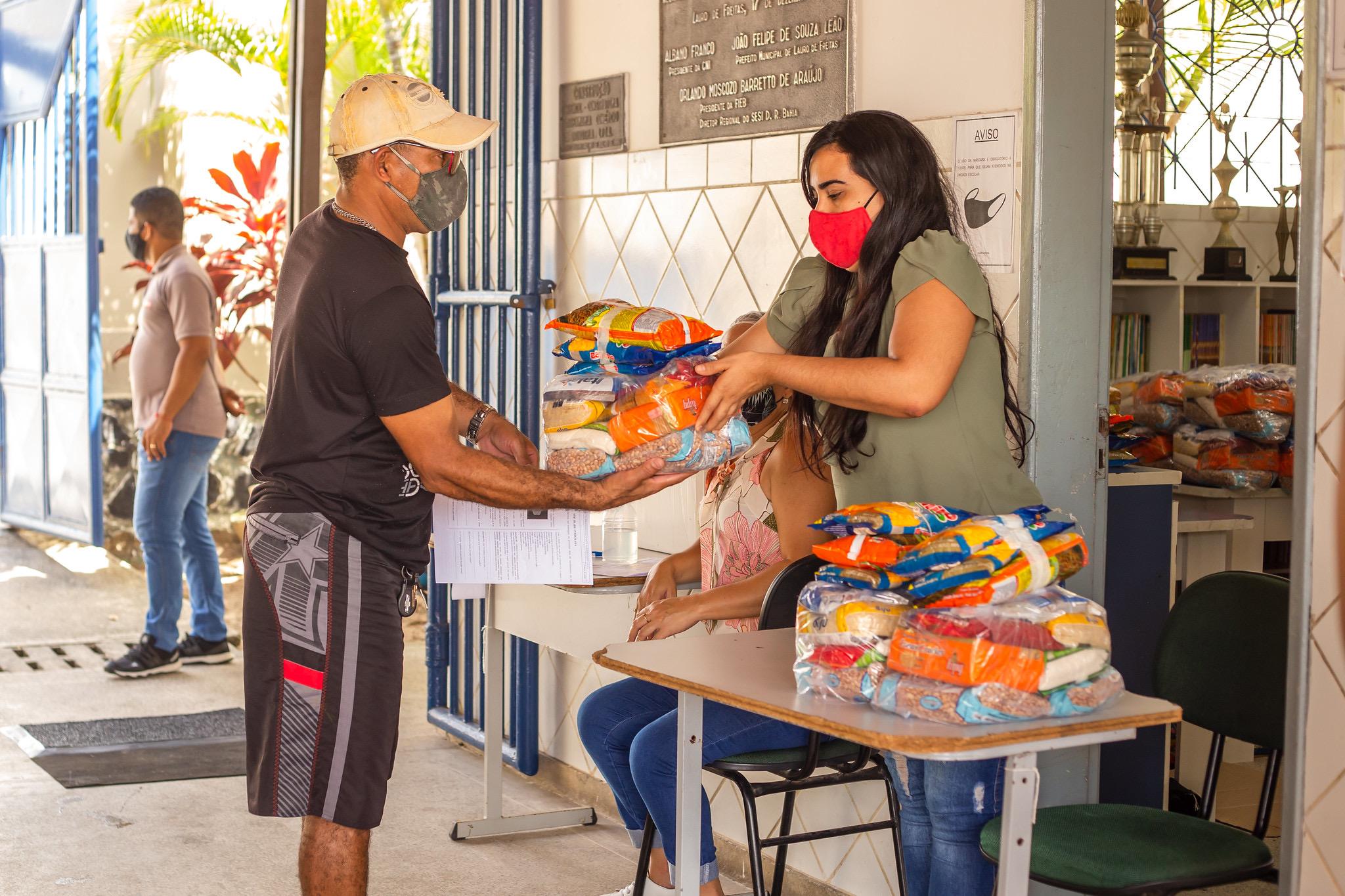 Alunos da rede municipal começam a receber kits alimentação a partir de segunda-feira (19), em Lauro de Freitas