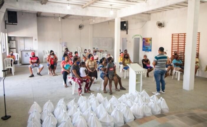 Prefeitura inicia entrega de cestas básicas do mês de julho. Mães de filhos com deficiência e assistidos pelos CRAS são os primeiros beneficiados