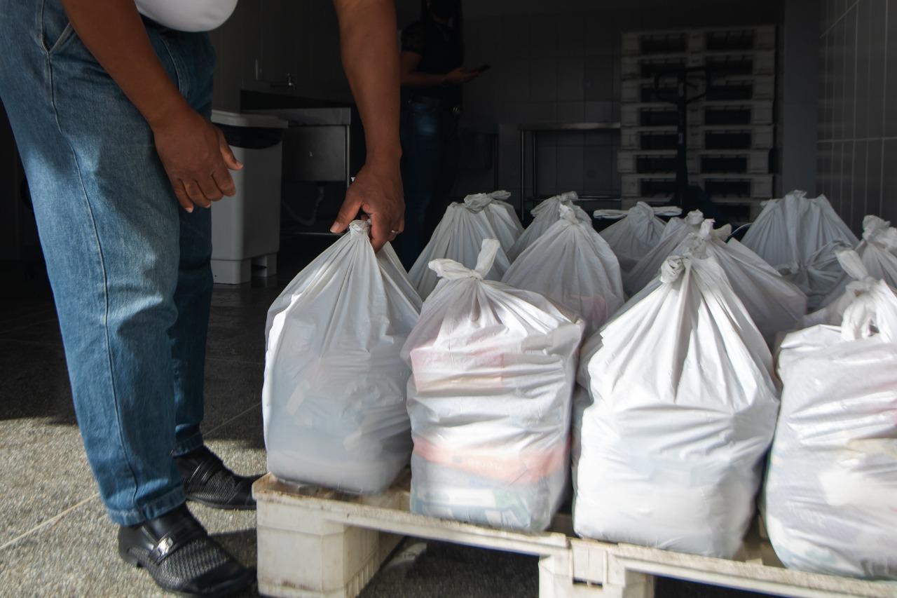 Motoristas do transporte escolar de Lauro de Freitas ressaltam a importância das cestas básicas entregues pela Prefeitura