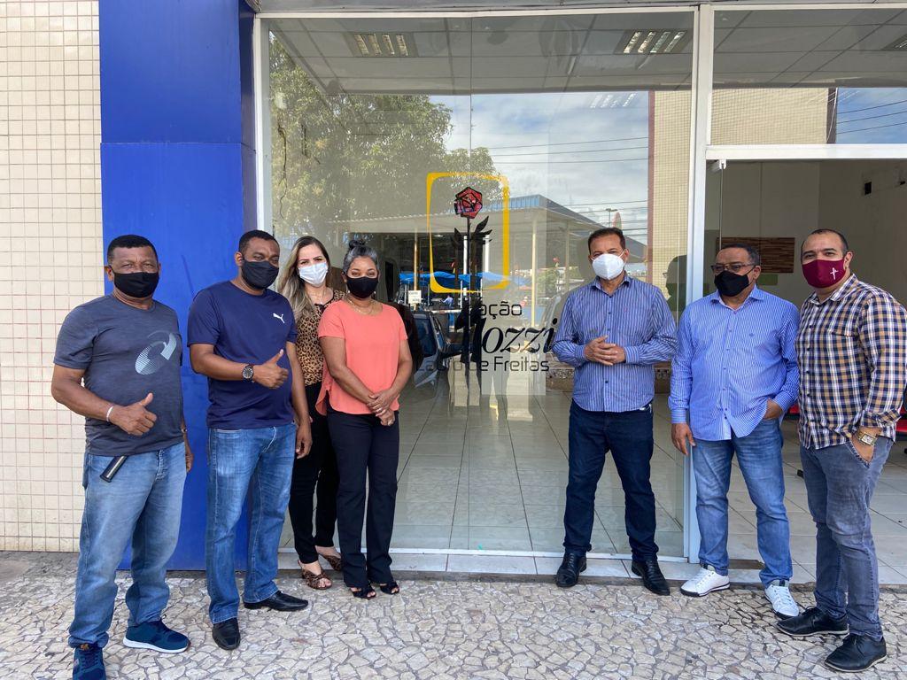 Ailton Florêncio visita Instituto Pestalozzi de Lauro de Freitas