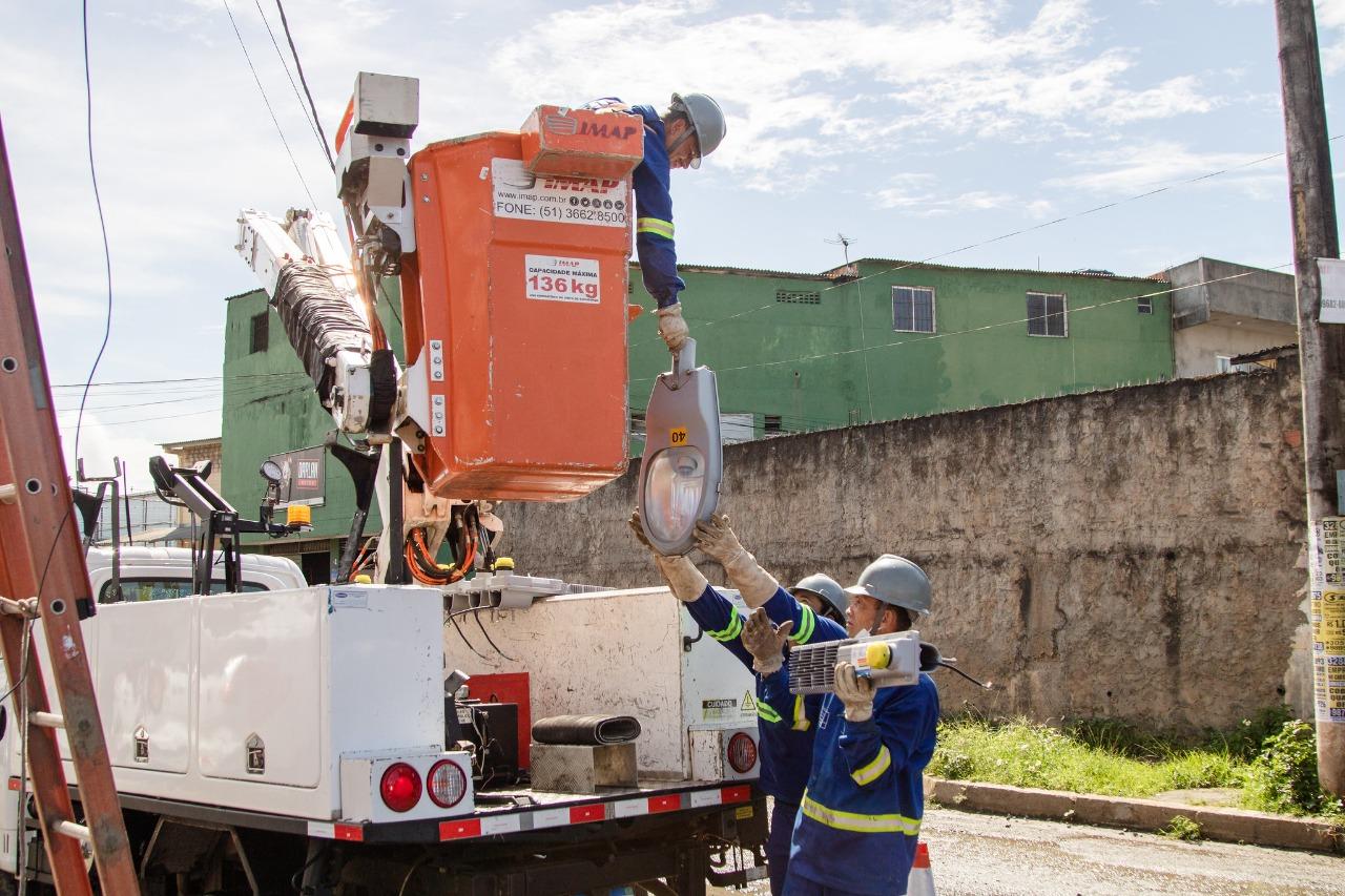 Em Lauro de Freitas, 122 postes da Avenida Santo Amaro de Ipitanga recebem iluminação de LED