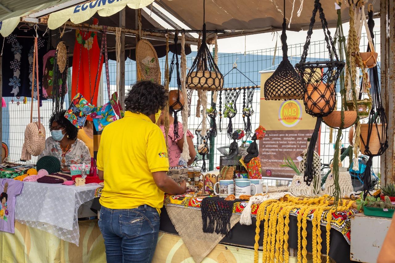 Feira de Economia Solidária no Calf recebe mulheres empreendedoras da Região Metropolitana