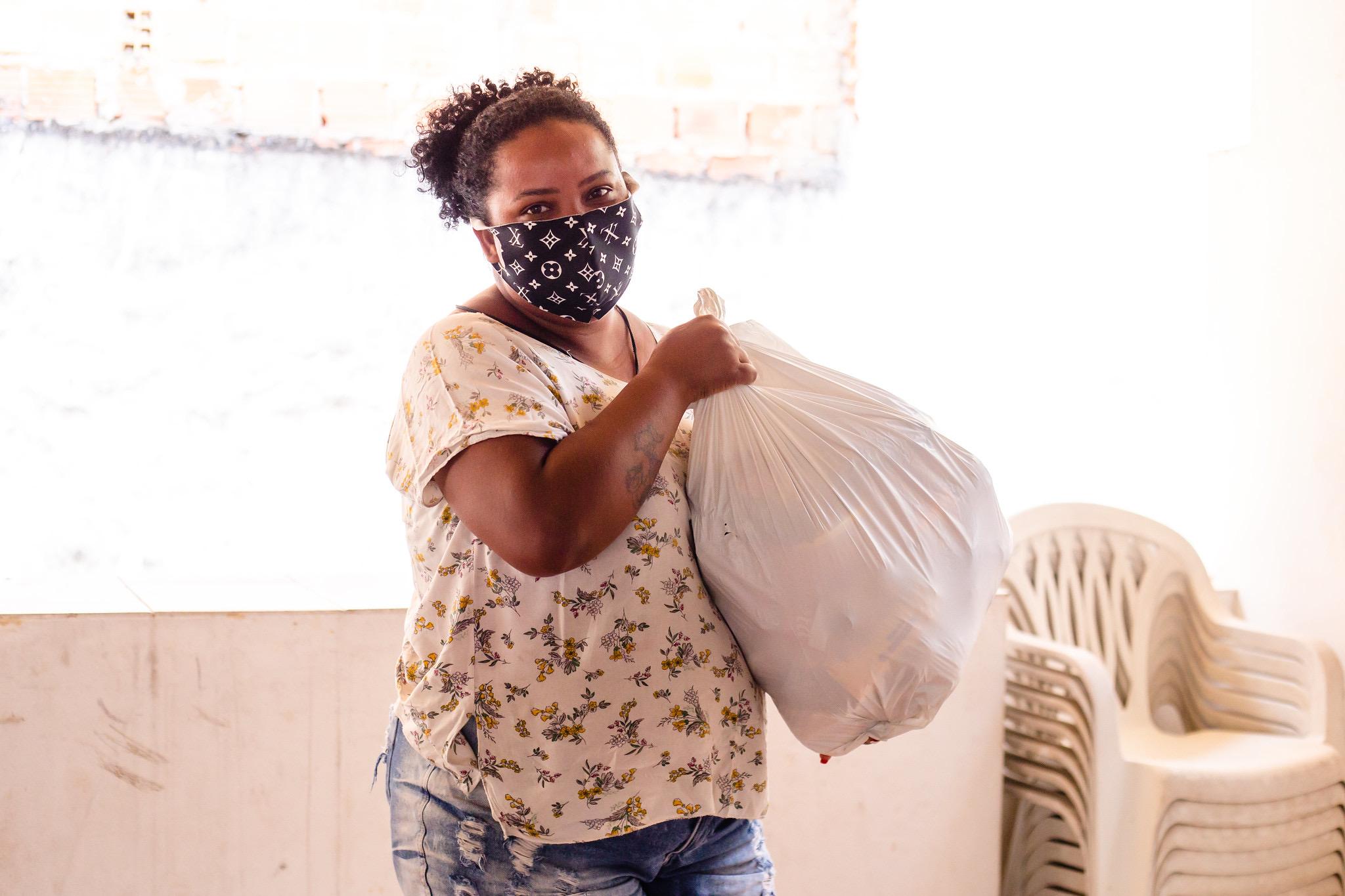 Famílias assistidas pelo Serviço de Fortalecimento de Vínculo dos CRAS começam a receber kits lanche do mês de agosto