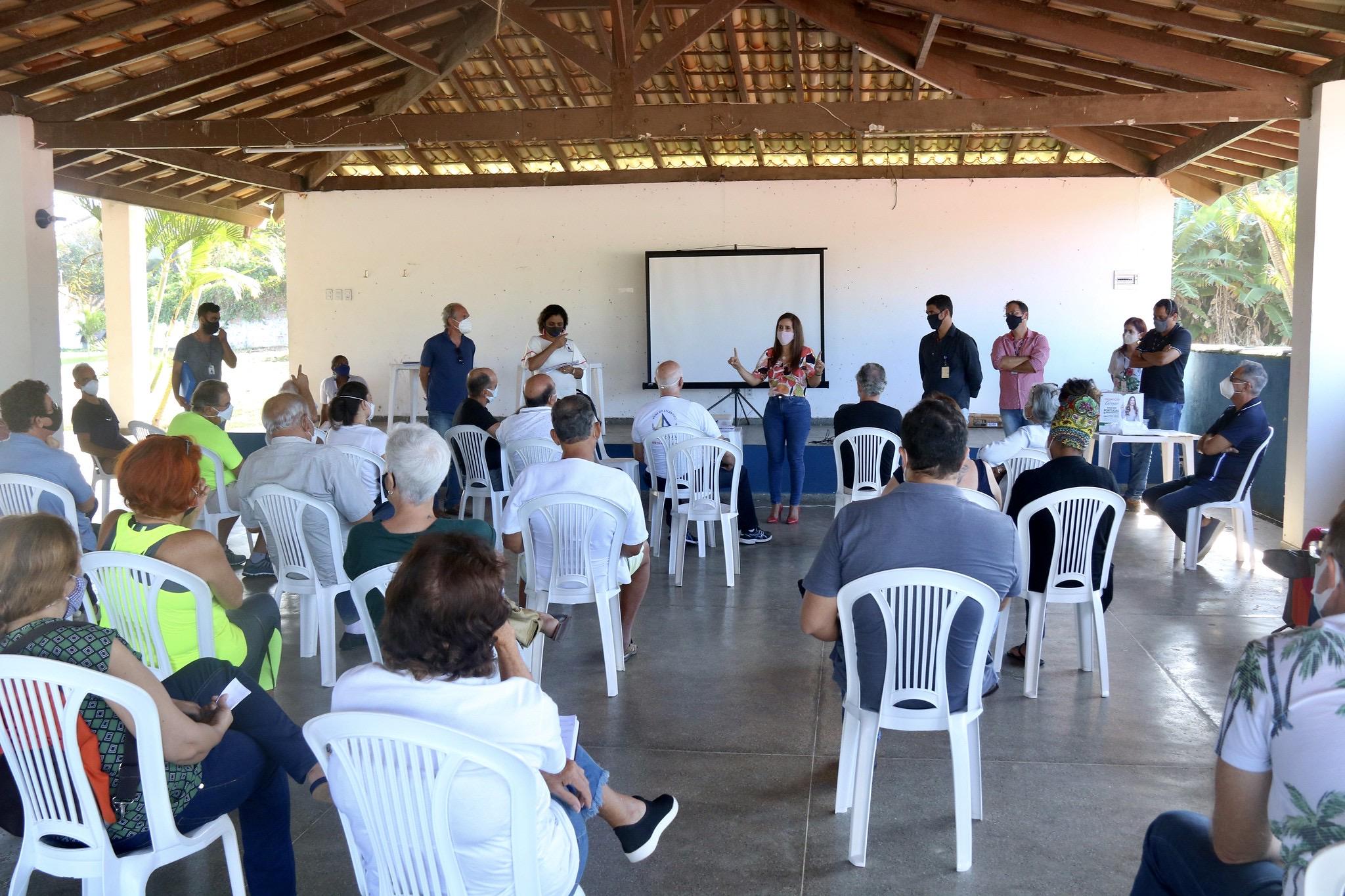 Embasa apresenta projeto da obra de esgotamento sanitário para moradores de Vilas do Atlântico