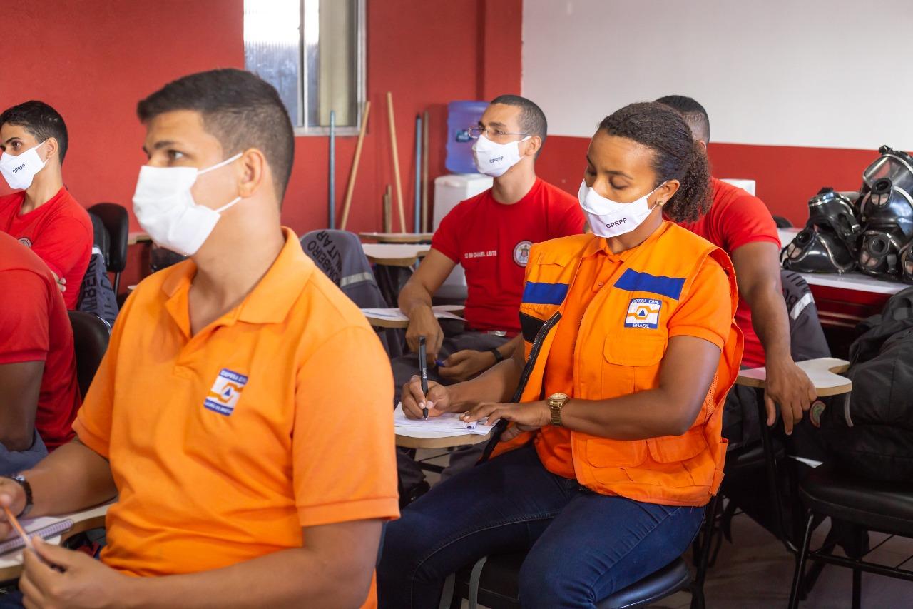 Servidores da Defesa Civil de Lauro de Freitas participam de qualificação no Corpo de Bombeiros